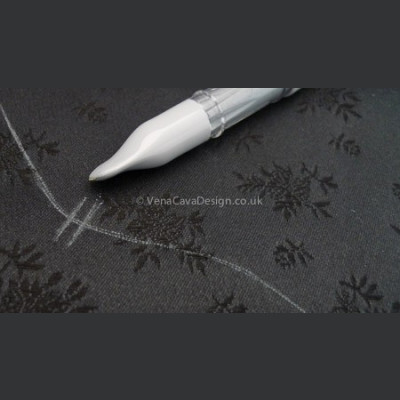 Silver Marking Pen for Fabric, Chaco liner by Clover.