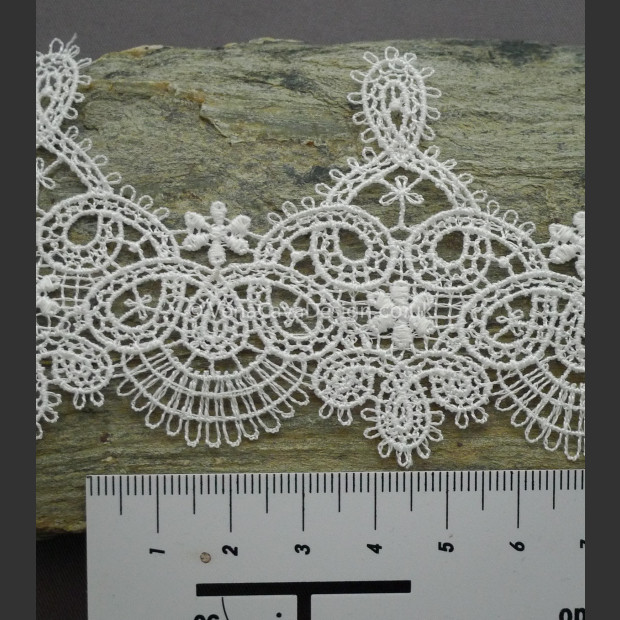 Fan Arch Lace Trim