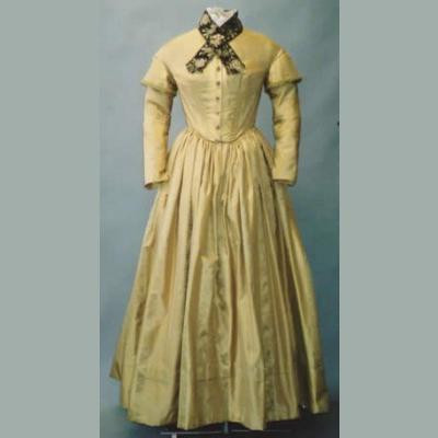 Ladies Round Dresses (1840s-1852)  LM114